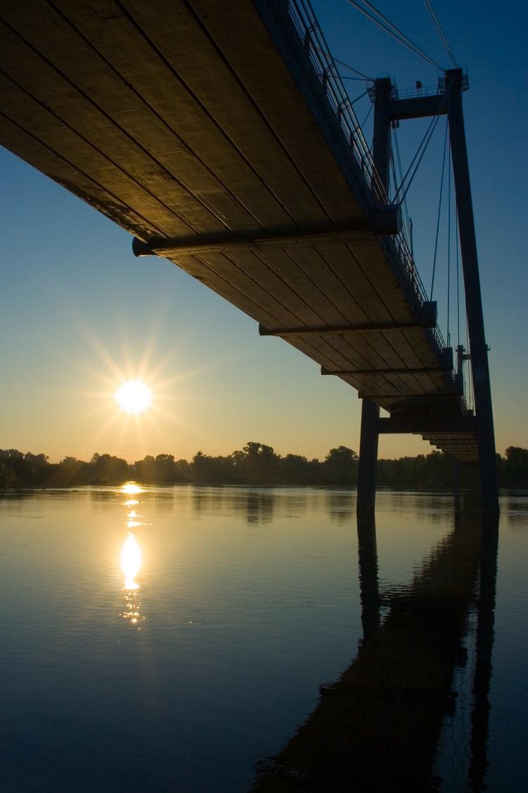 Suspension Bridge in Sunrise © Anatoly Tiplyashin