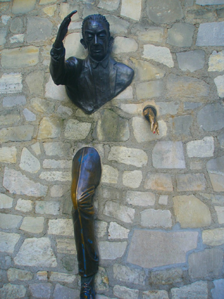 Sculpture Through the Wall - Obstables © Magnolia92