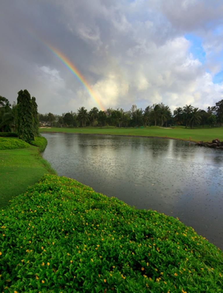 Rainbow at a Lake in Borneo © Macbrian Mun