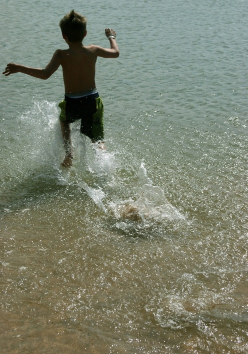 Running Into The Water © Jon Helgason.jpg