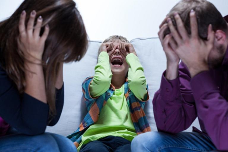 Screaming chilld with family  © Katarzyna Bialasiewicz.jpg